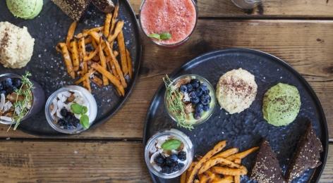 50 % rabat på 2 x vegansk brunch hos Hope i Indre By – Få anmelderrost brunch serveret i solskin og dagligstuehygge i én af byens hippeste caféer