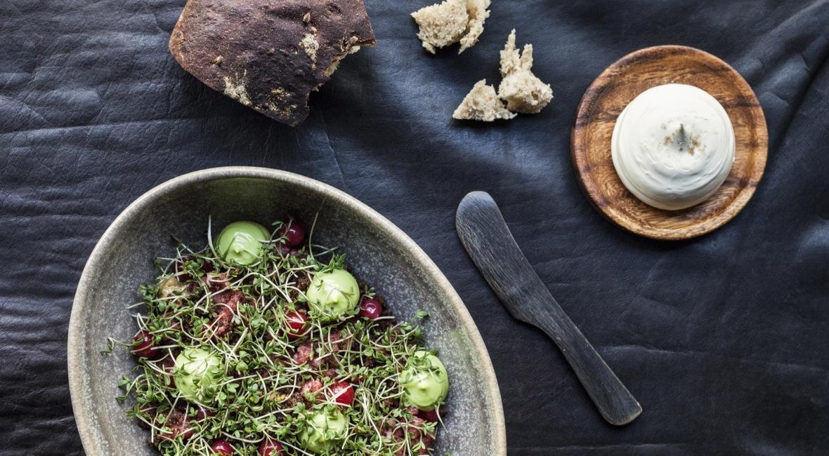 4-retters gourmet-middag inkl. bobler & snacks hos Michelin-anbefalede Restaurant Rebel