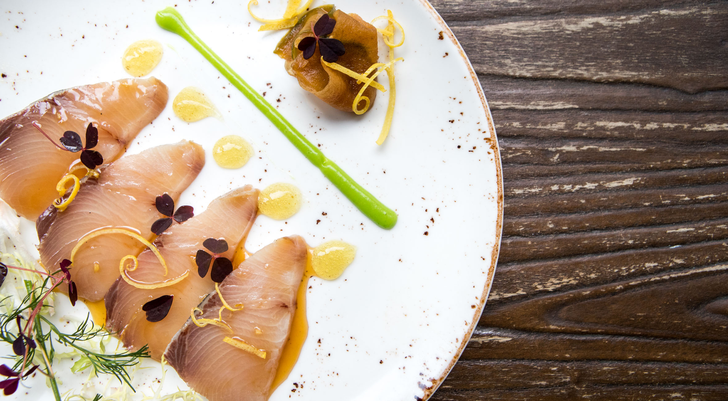 6-retters gourmet-middag hos Reef N' Beef – Australsk fine dining restaurant serverer vild gastronomi med regnskovskrydderier