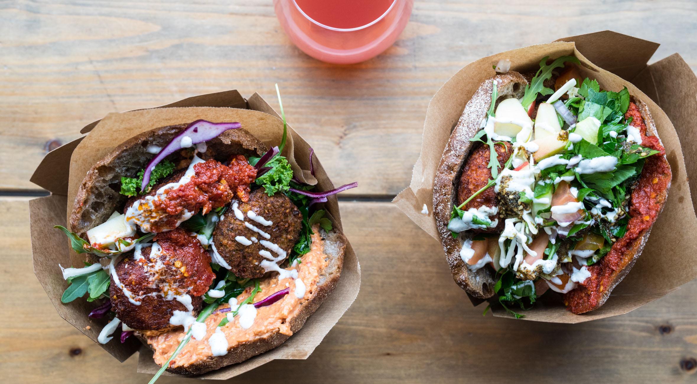 2 x pita-sandwich + 2 x øko-saft hos hippe Falafel Factory på Nørrebro – Kåret som Byens Bedste