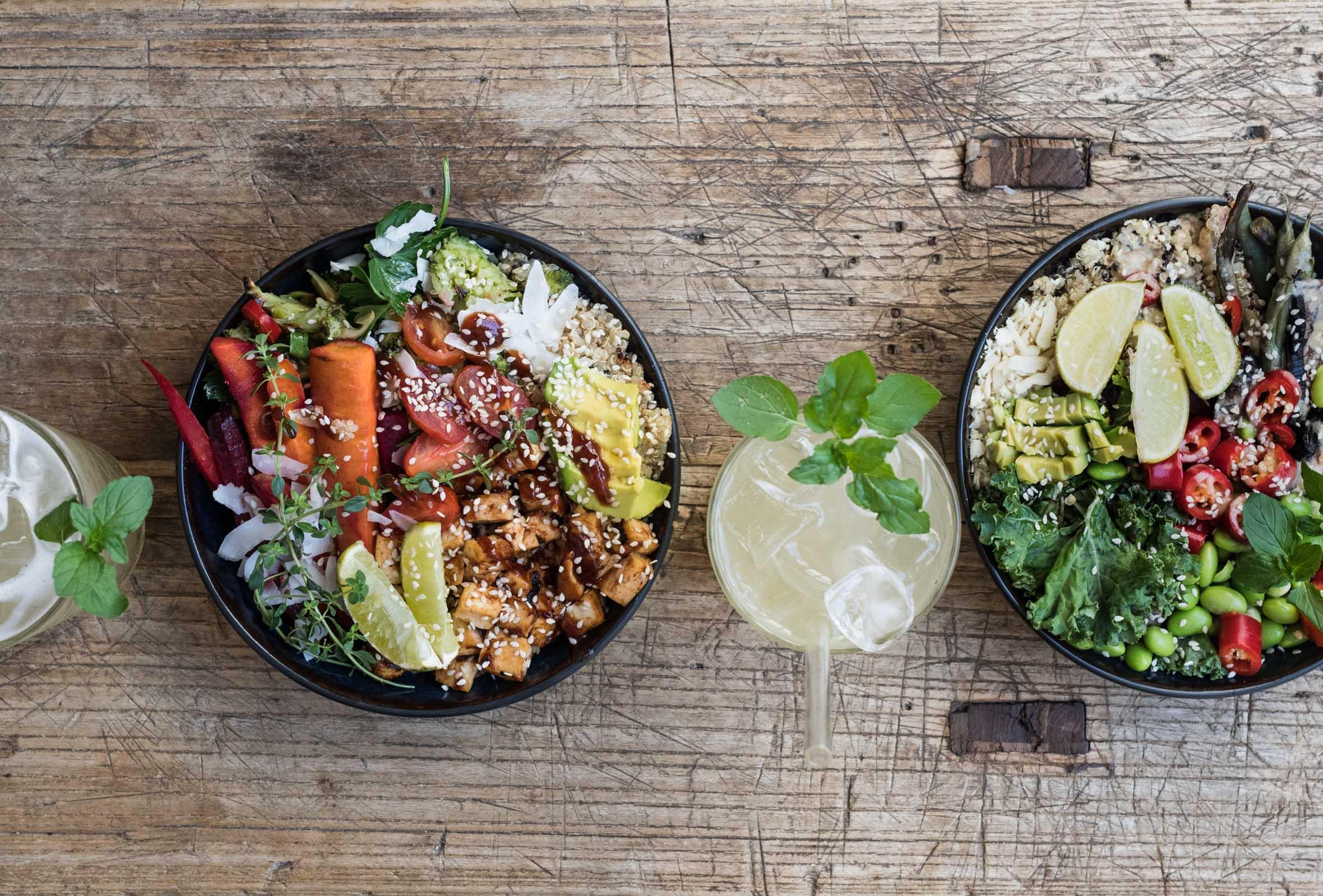 2 superfood bowls + 2 drikke hos Hope i Indre By – Nyd bohemian vibes og vilde veganske bowls serveret i solskin og dagligstuehygge