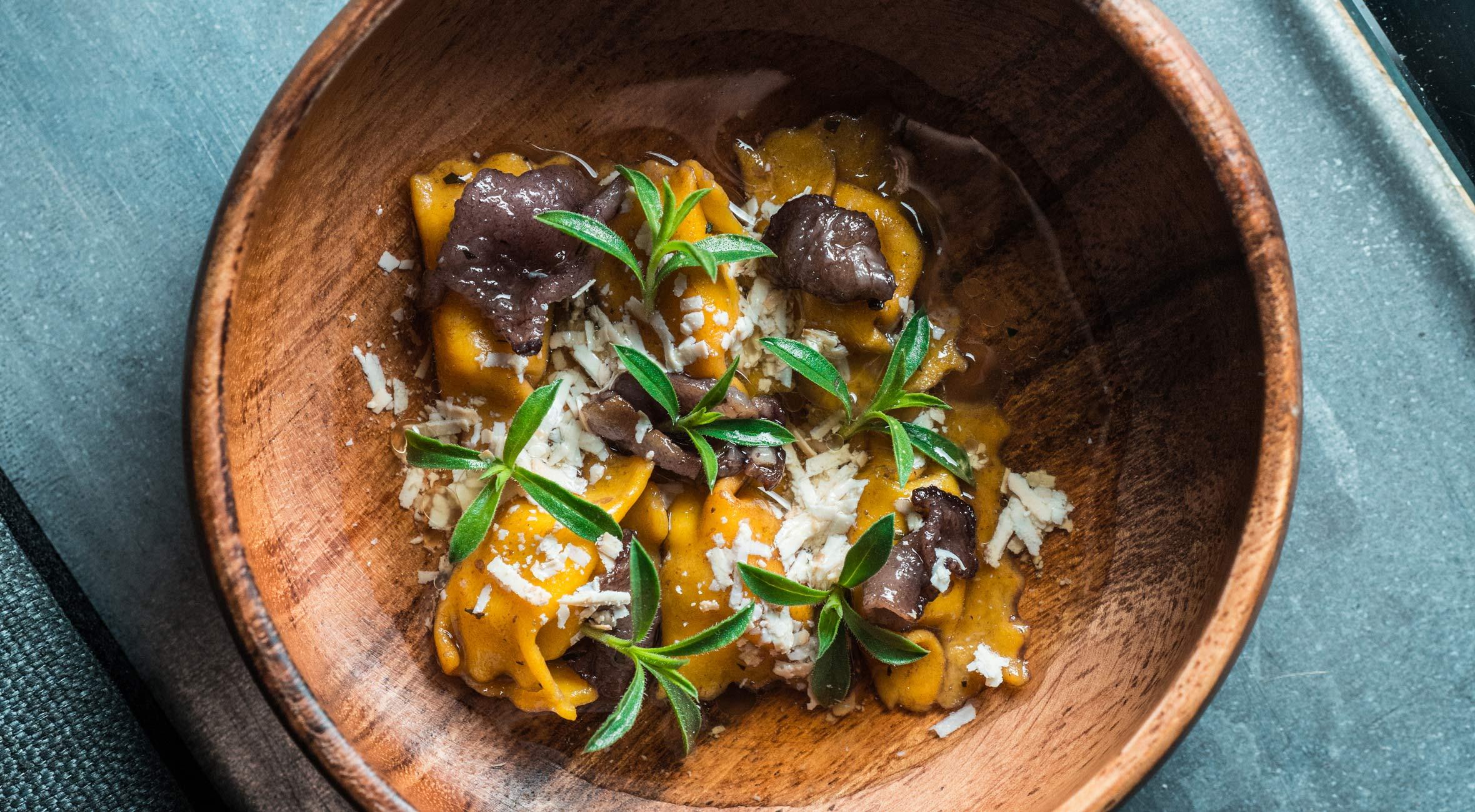 7 serveringer hos Michelin-anbefalede Brace i Indre By – Italiensk-nordisk gourmet tildelt 5 stjerner af Berlingske og Børsen