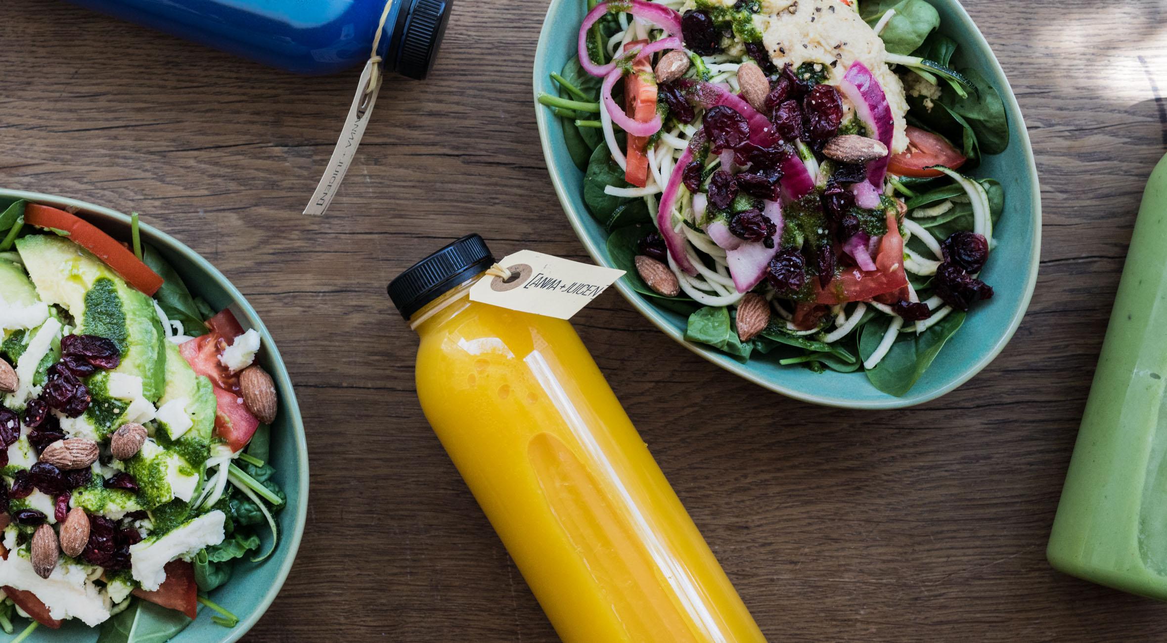 2 veggie bowls og 2 juice hos Anna + Juicen – Topanmeldt juicebar med økologiske grøntsager, superfoods, kul og blå spirulina