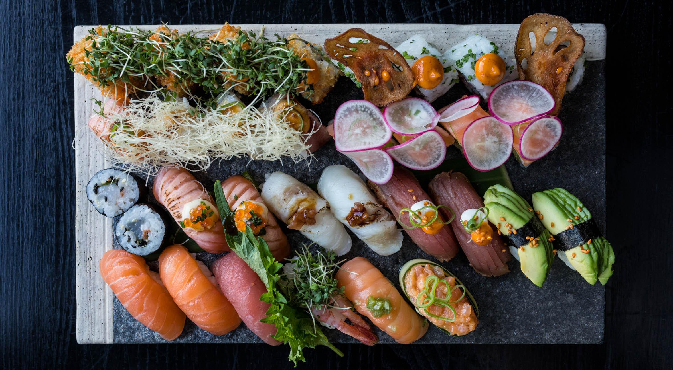 Sushi for 2 personer hos Karma Sushi i Kødbyen – Kendte kokke byder på sushi i verdensklasse