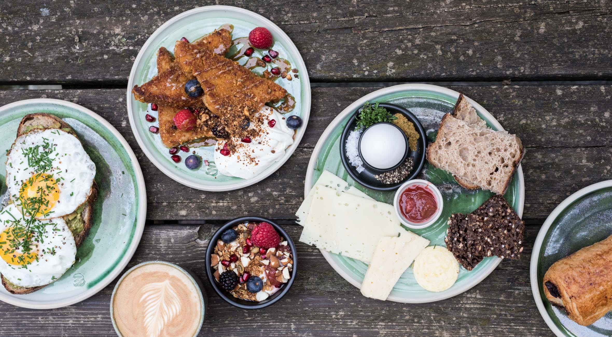 Frit valg til alt hos Mokkariet på Vesterbro – Nyd alt fra brunch til avocadomadder, gourmet-sandwich, juice, kaffe & kage m.m.