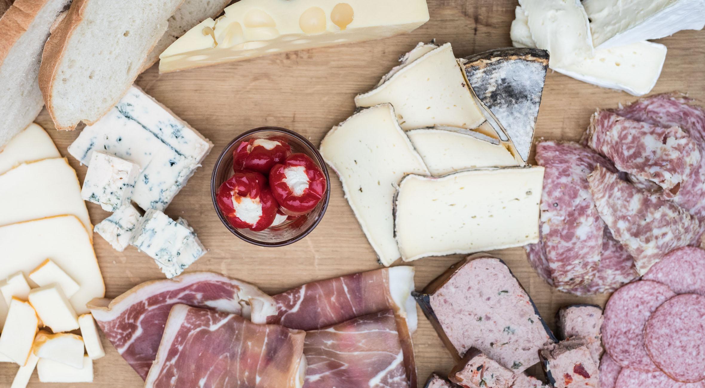 Hæderkronet oste- og delikatessebutik byder på oste, pølser, patéer & skinker i verdensklasse