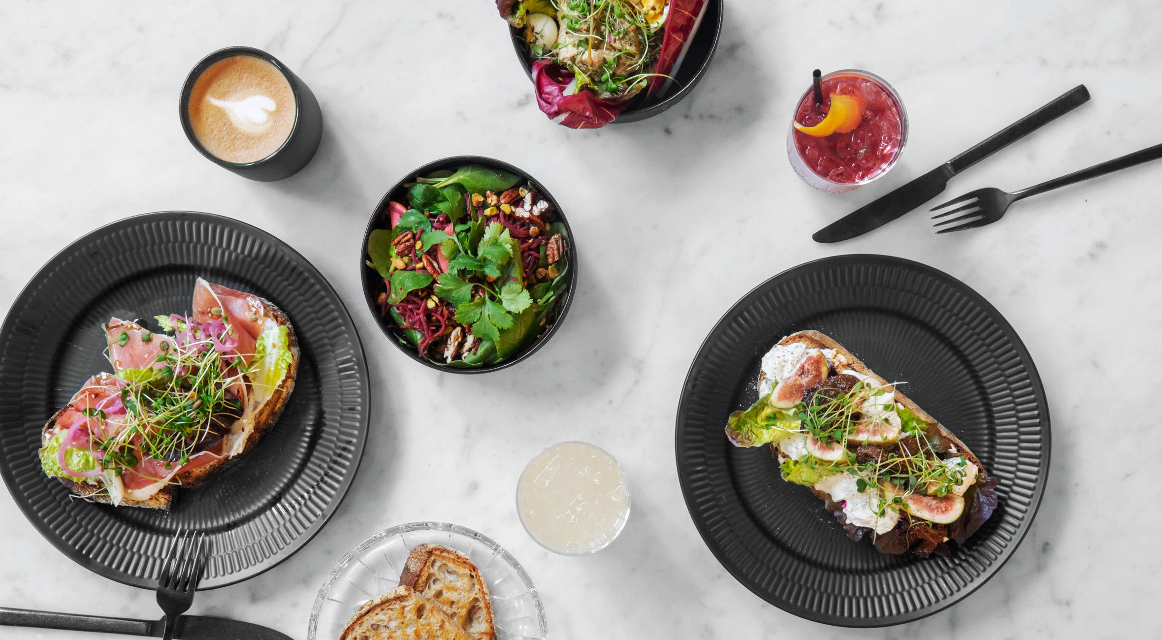 Frokost & drikke for 2 personer hos LOUISE ROE GALLERY – Kendt designer har åbnet eksklusivt livsstils- og caféunivers i hjertet af København