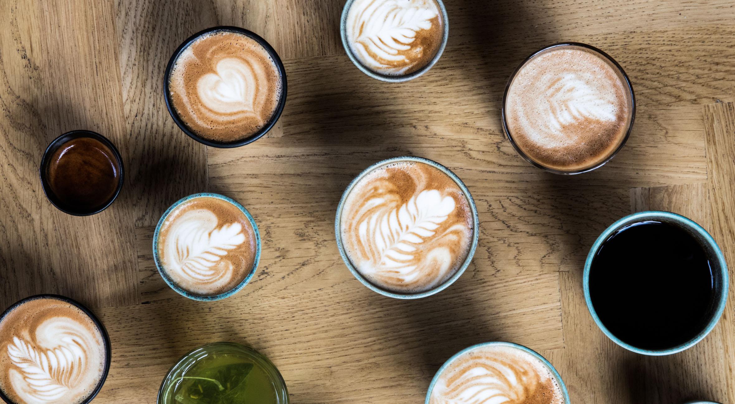 5-turs klippekort til gourmet-kaffe, te & varm chokolade hos Mokkariet – Forkæl dig selv med alt fra latte til cappuccino og cortado
