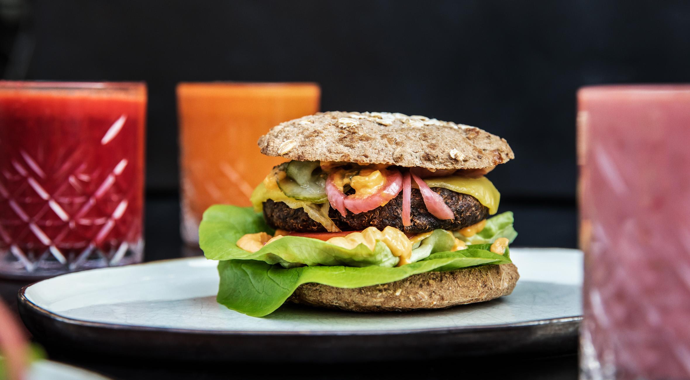 2 burgere + 2 juice / shakes hos simpleRAW i Indre By – Grønt gourmetkøkken fremhæves som ét af byens bedste spisesteder