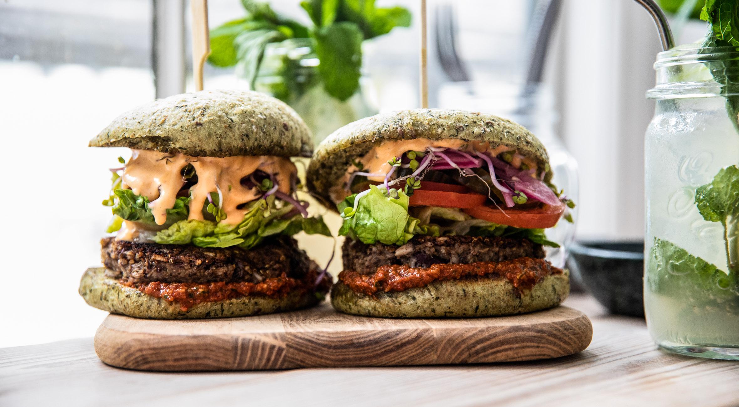 2 veganske burgere + 2 lemonade hos Hope Organic i Indre By – Nyd bløde bohemian vibes og byens måske bedste veganske burgere