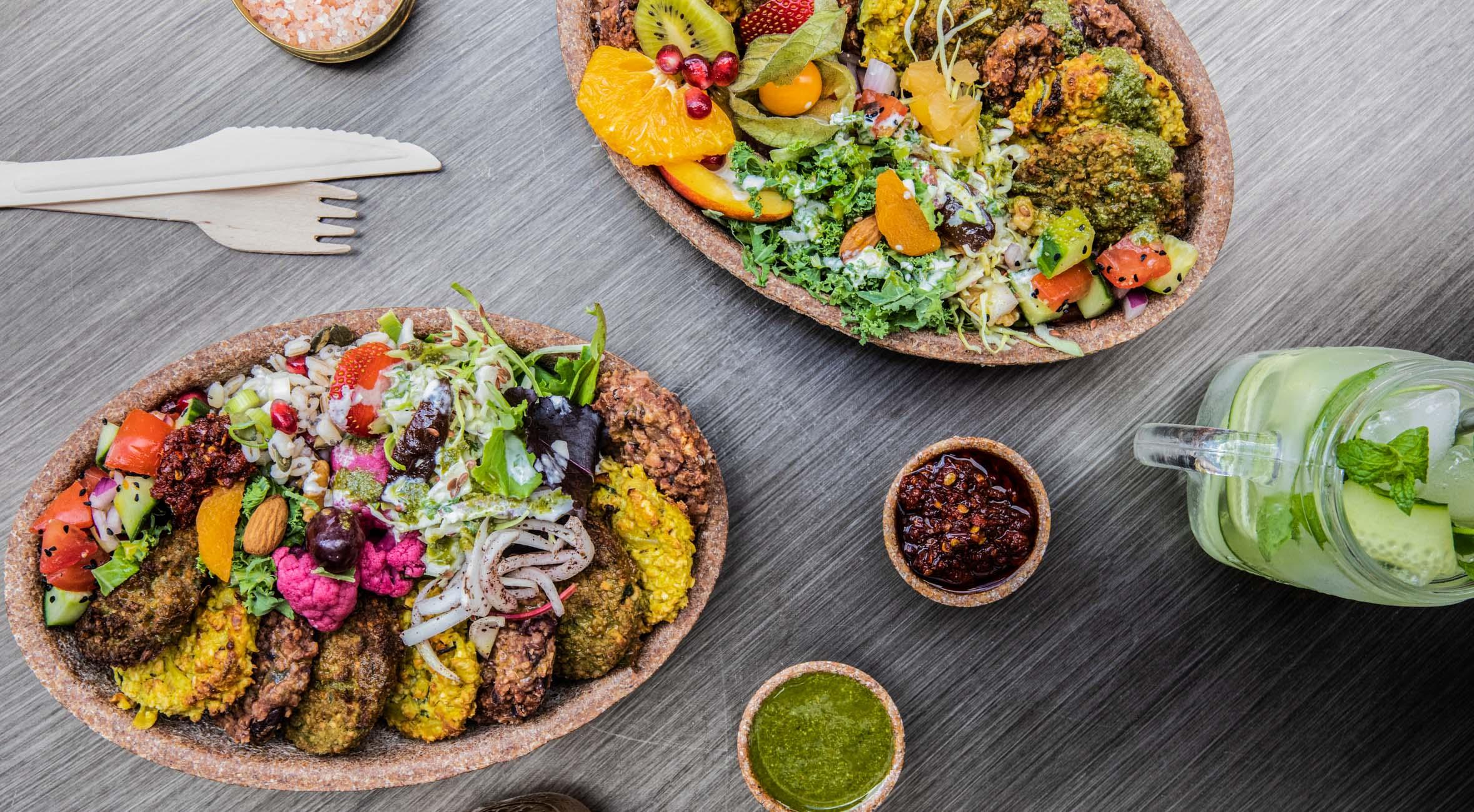 2 knæk-platter + 2 lemonade hos Batin – Veganere og madglade københavnere valfarter til nyt grønt køkken på Nørrebro