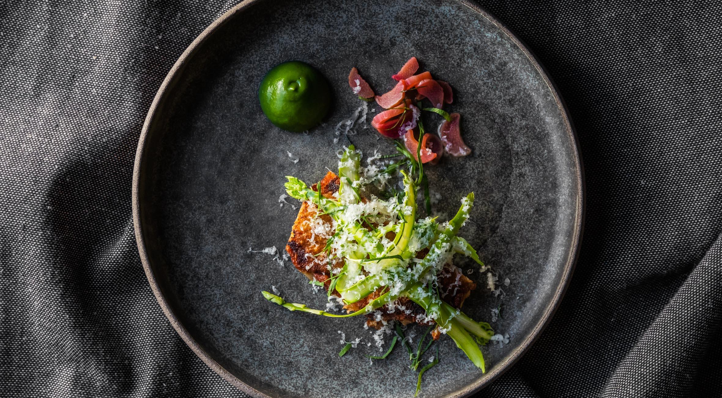 7 serveringer hos Naert i Indre By – Tidligere Michelin-kokke byder på nordisk gastronomi i særklasse