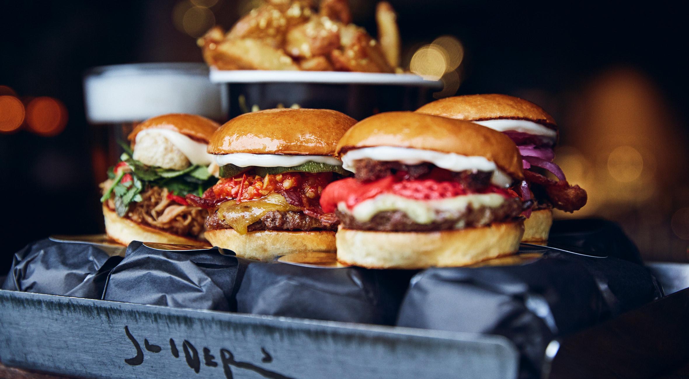 2 burgermenuer hos Sliders på Nørrebro & Vesterbro – Hip fast food restaurant serverer gourmetburgere i miniformat
