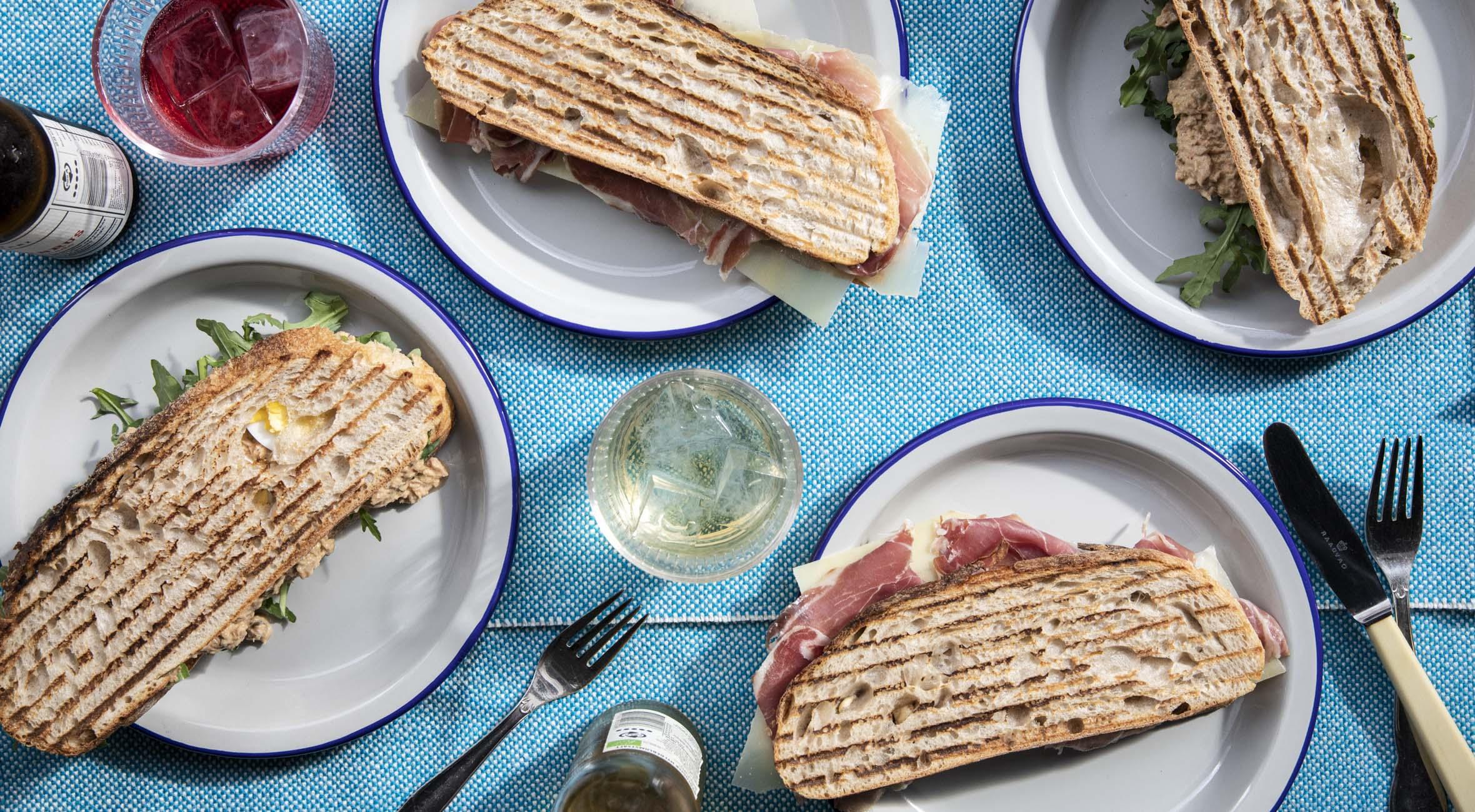 2 sandwich + 2 drikke hos Monti ved Trianglen – Ny Østerbro-café byder på sandwich, øko-saft og kaffe i absolut særklasse