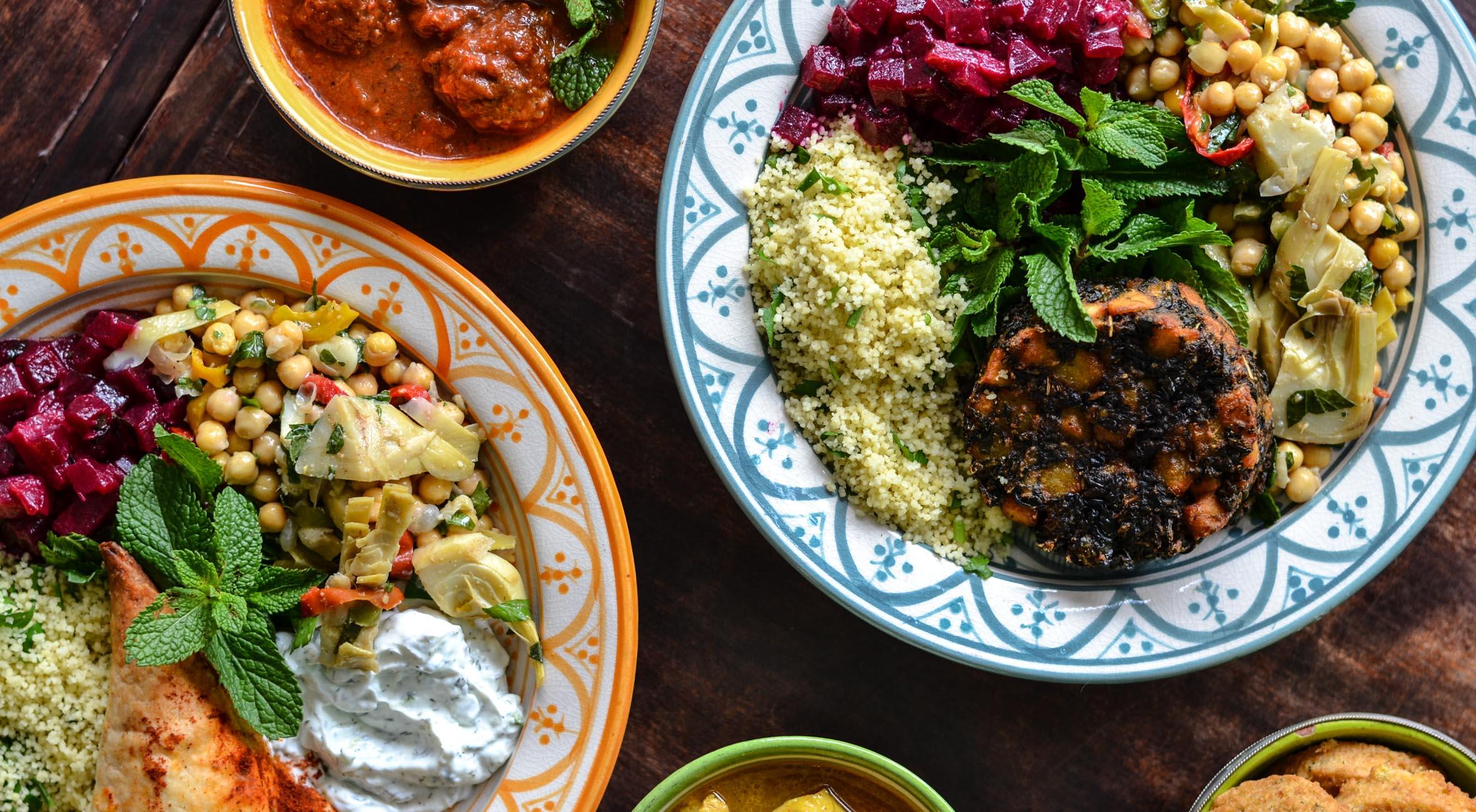 Marokkansk middag for 2 hos The á la Menthe – Populært spiseri rykker til Nørrebro og byder på alt fra salater til tzatziki, falafler og marokkanske kødboller