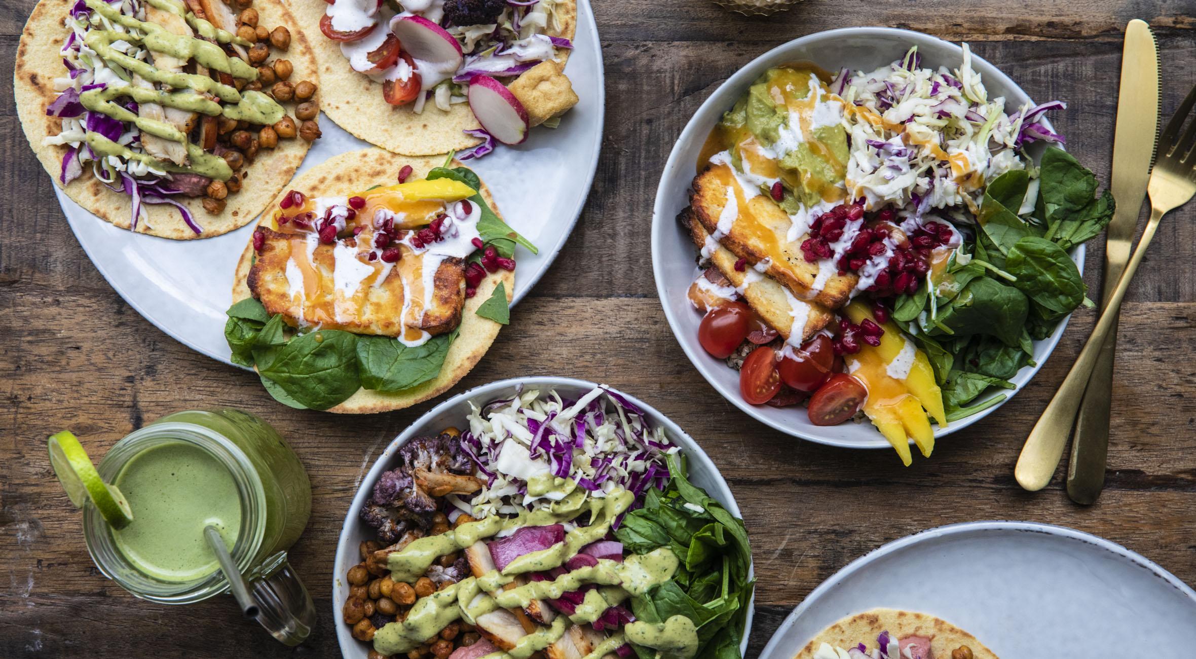 2 bowls/taco plates + 2 juice hos HONEST i Indre By – Nyt spiseri byder på bowls & fusions-tacos med alt fra avocado til mango, grillet halloumi og granatæble