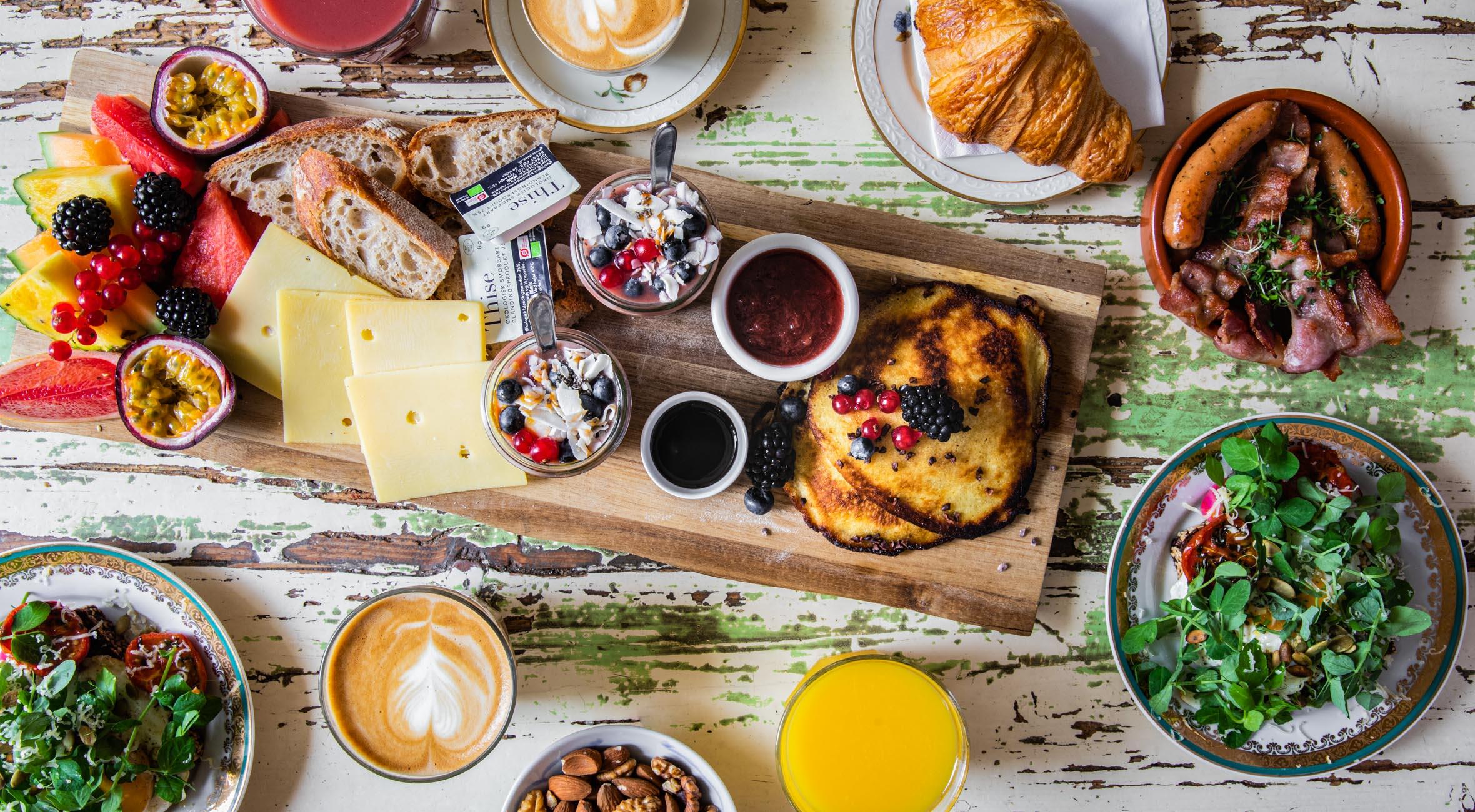 Brunch & kaffe/juice for 2 personer hos Kompa9 i Indre By – Invitér venner og familie på brunch i seriøst hyggelige omgivelser