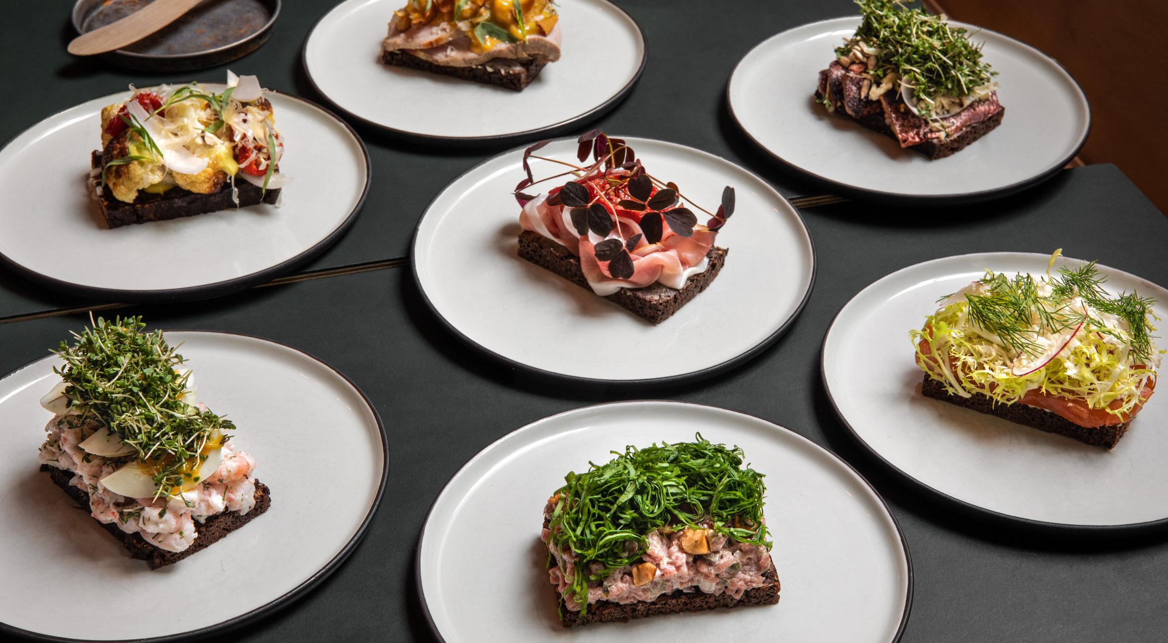 3 stk. smørrebrød hos Michelin-anbefalede Meille – Tidligere Noma-kok byder på overdådigt smørrebrød i Indre By