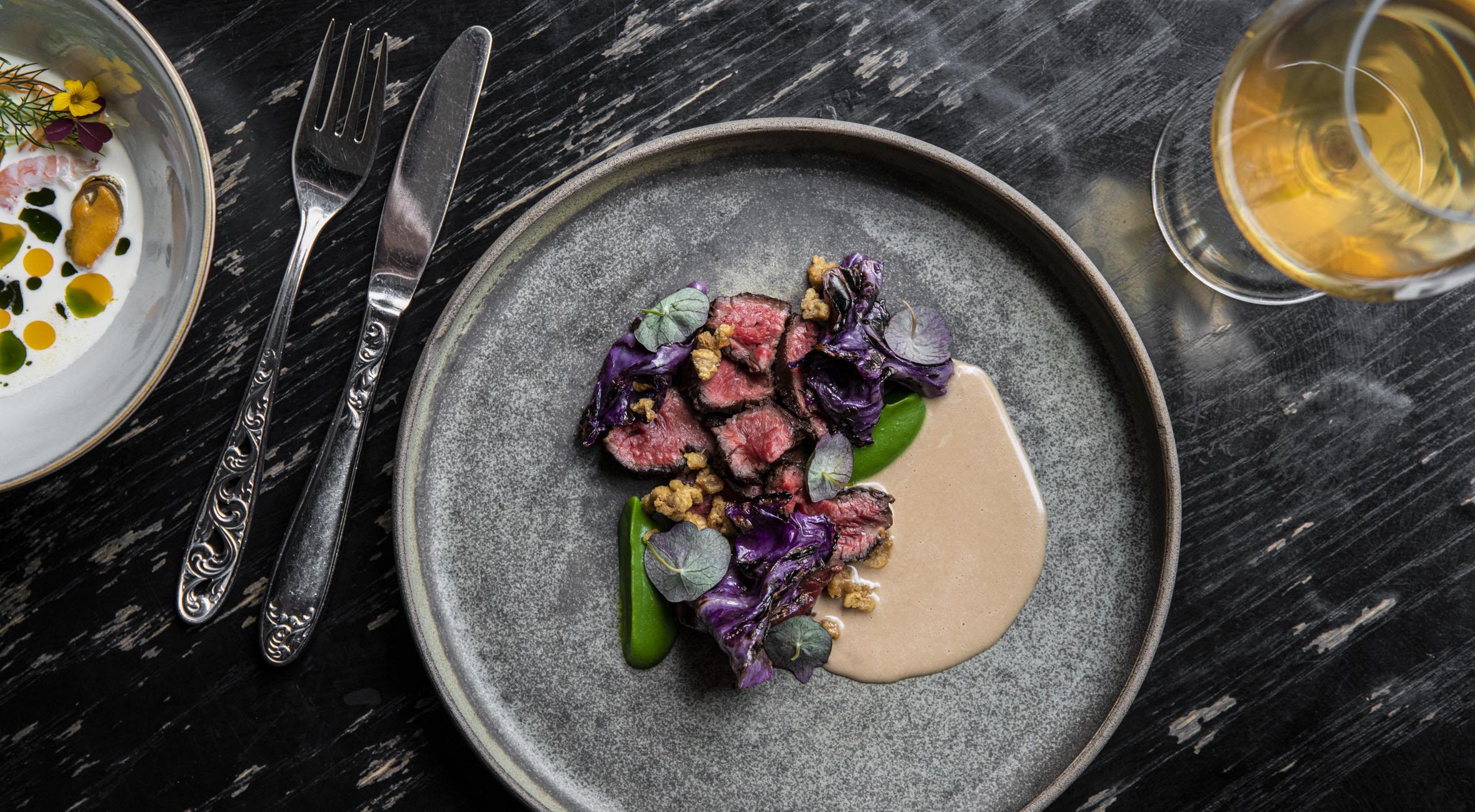 7 serveringer hos Naert i Indre By – Tidligere Michelin-kokke byder på topanmeldt nordisk gastronomi