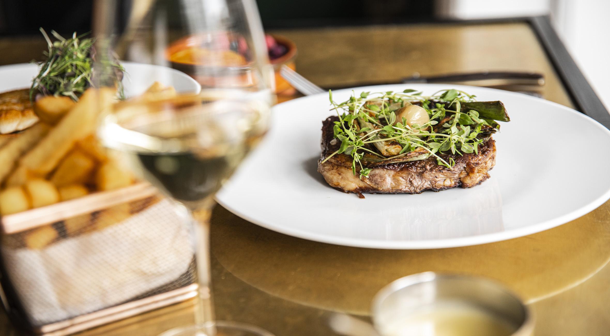 3-retters menu hos Salon 39 på Frederiksberg – Invitér venner og familie på fransk gastronomi i fantastiske omgivelser