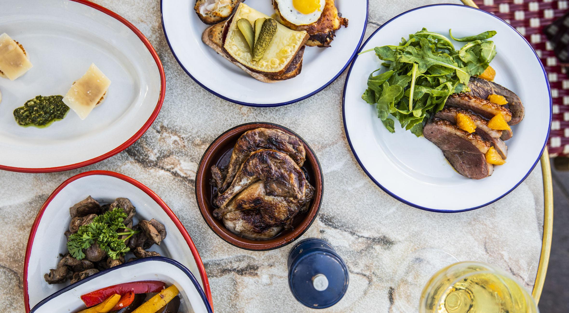 Frit valg til alt hos Plancha & Gratiné – Ma Poule har åbnet spise- & vinbar i Torvehallerne, og rygtet er løbet stærkt