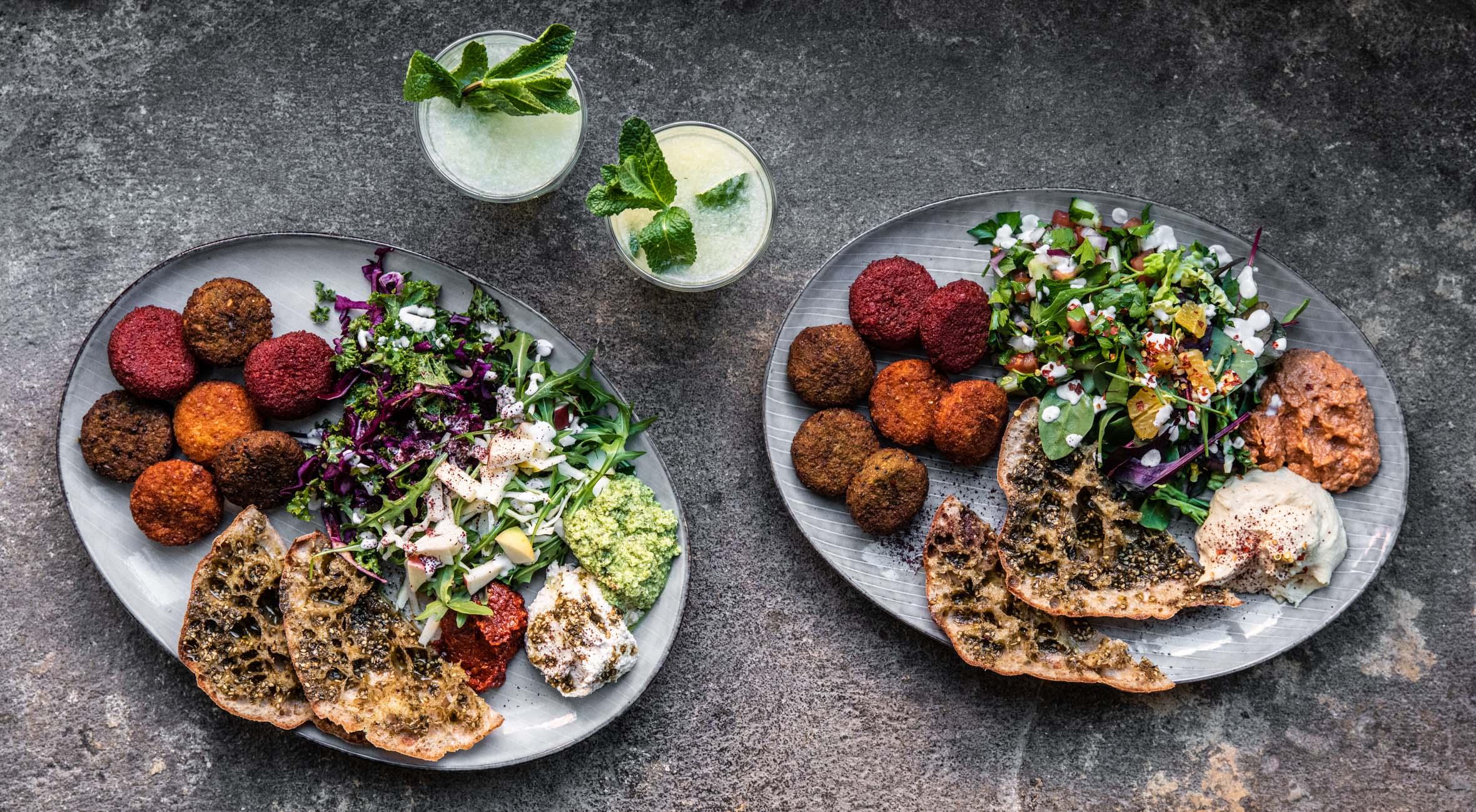 2 falafel-platter + 2 lemonade hos Falafel Factory – Veganere og madglade københavnere valfarter til hip falafelbar på Nørrebro