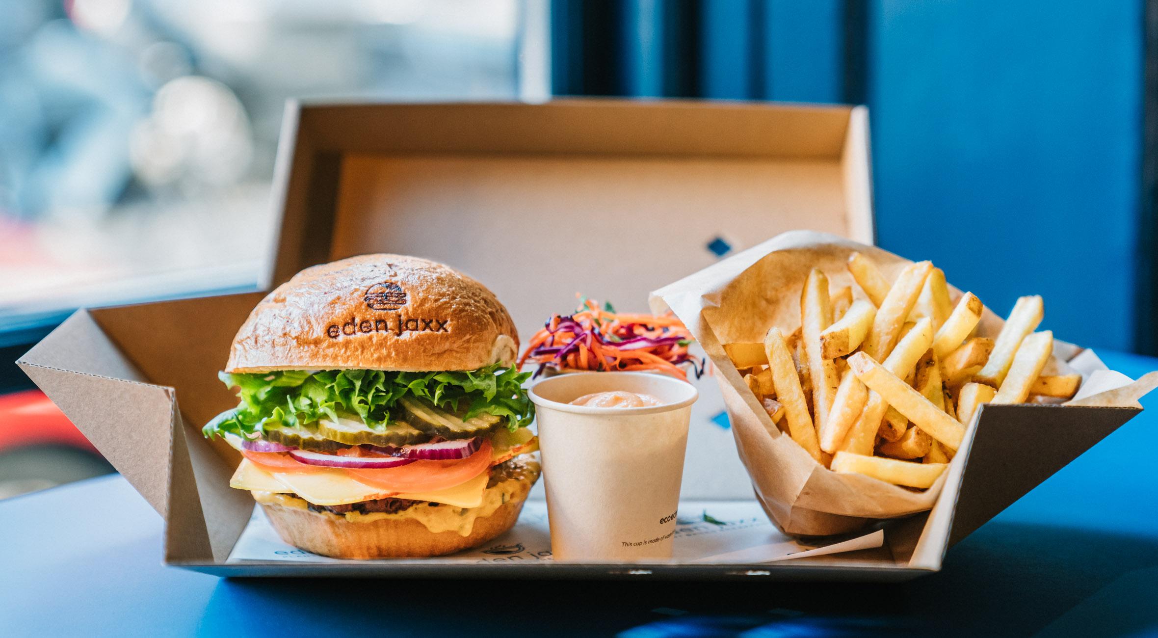 2 burgermenuer hos Eden Jaxx på Østerbro – Vegansk burgerbar indtager madanmelders liste over byens bedste burgere