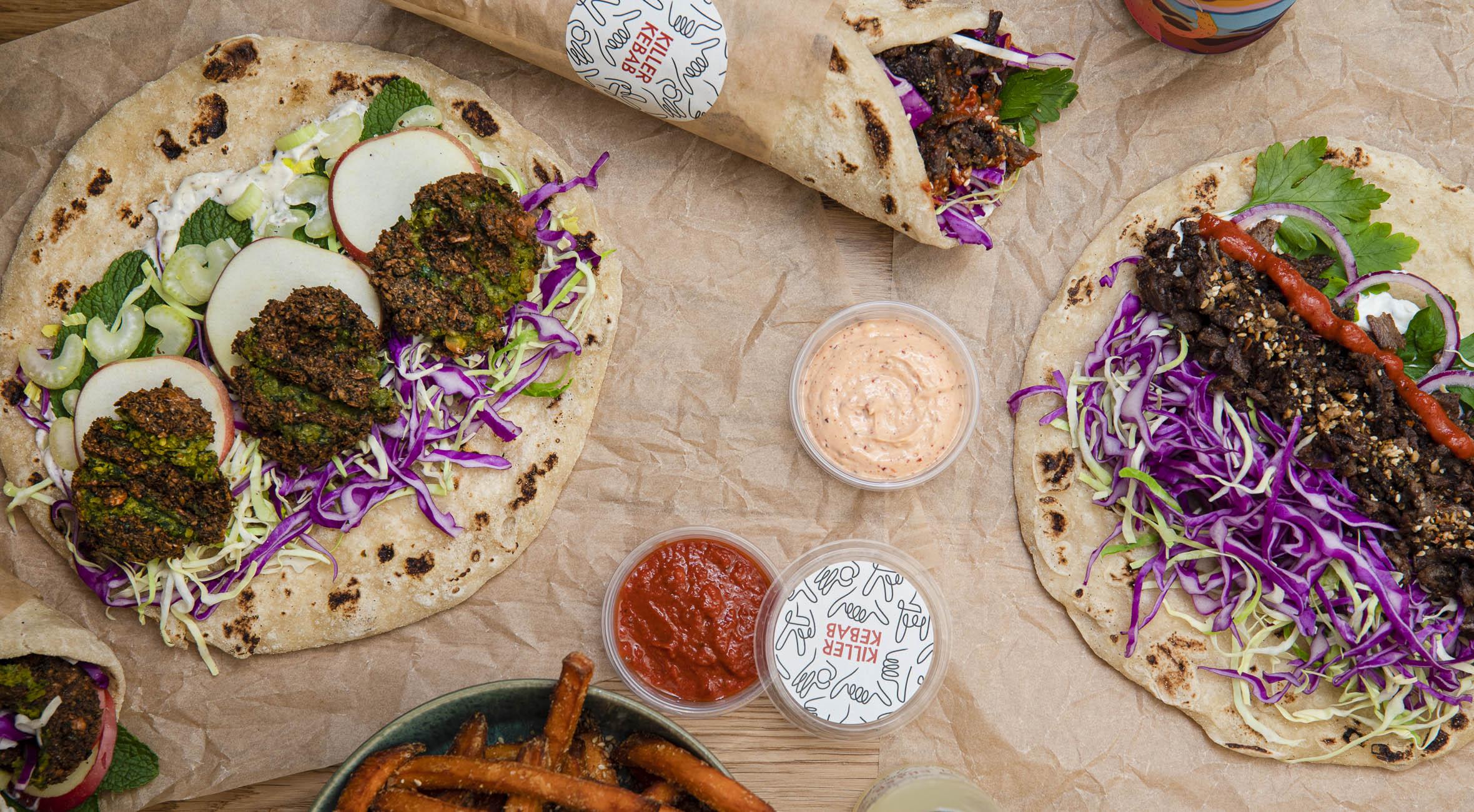 2 kebab- eller falafelmenuer hos Killer Kebab – Ny kebab joint på Vesterbro nørder roterende kødspyd, falafler, fladbrød, fritter og dips