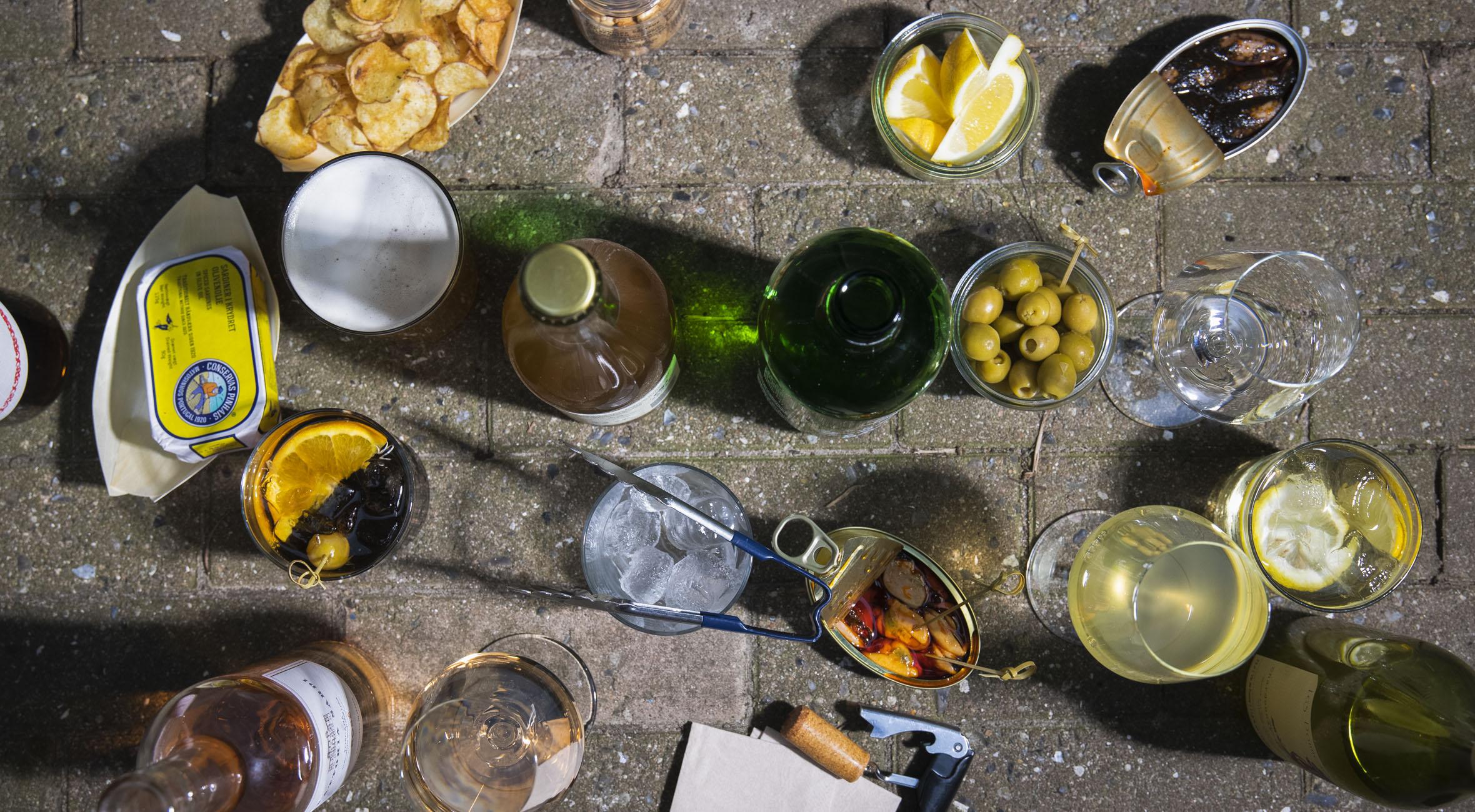 Frit valg til alt hos Enghave Plads 9 – Populær hul-i-væggen-bar og købmand lokker med alt fra øl til naturvin, cider, is & snacks