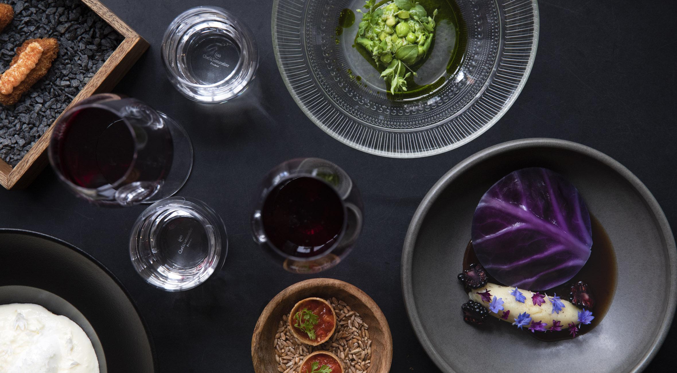 5-retters menu hos POP UP 26 i Indre By – Tidligere Noma-kok leger med farver på gastronomisk legeplads