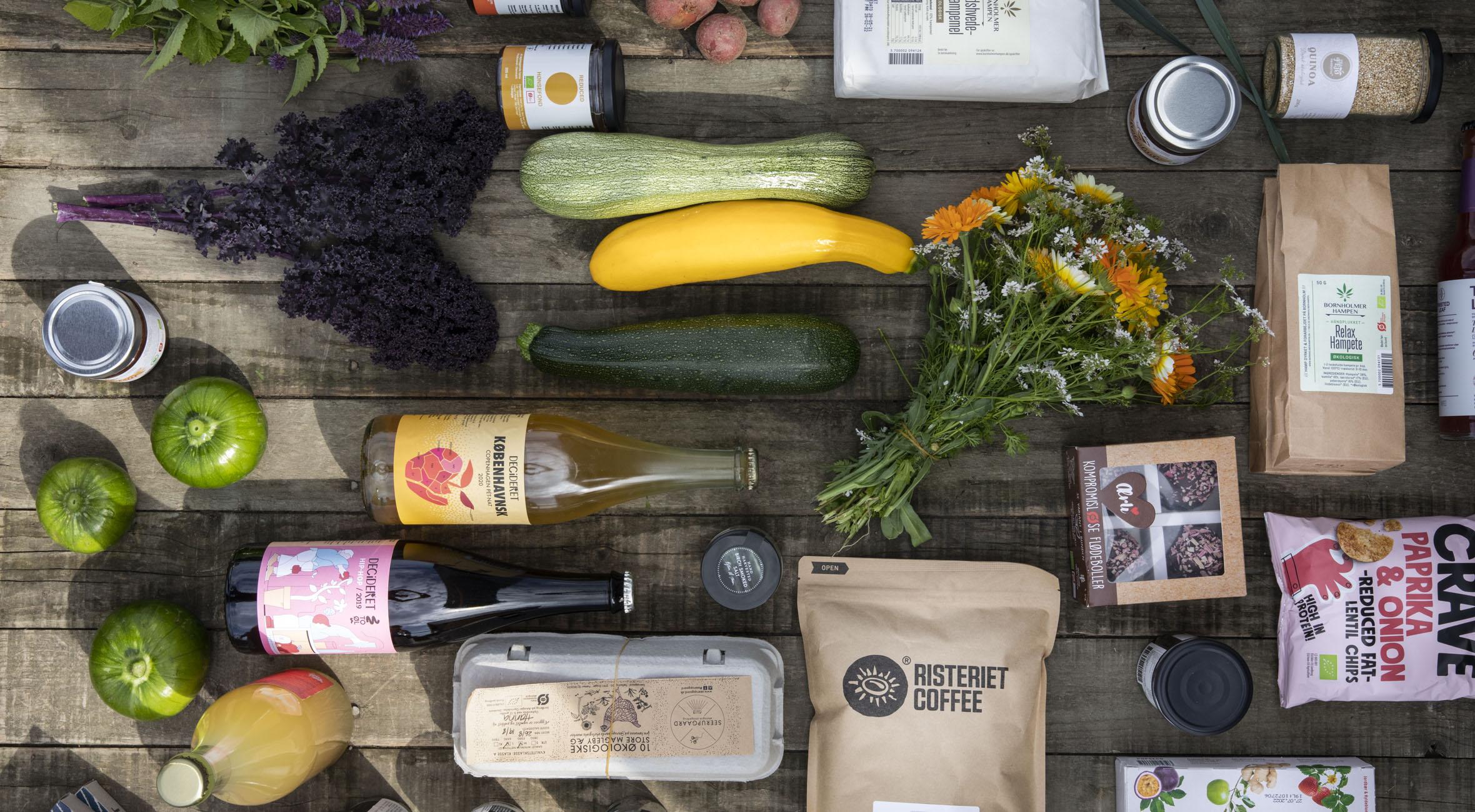Frit valg til alt hos Økoskabet – Nyt koncept trækker overskrifter! Få alt fra friskristede kaffebønner til nødder, kombucha, chokolade, spiritus, æg og friskt grønt fra markerne